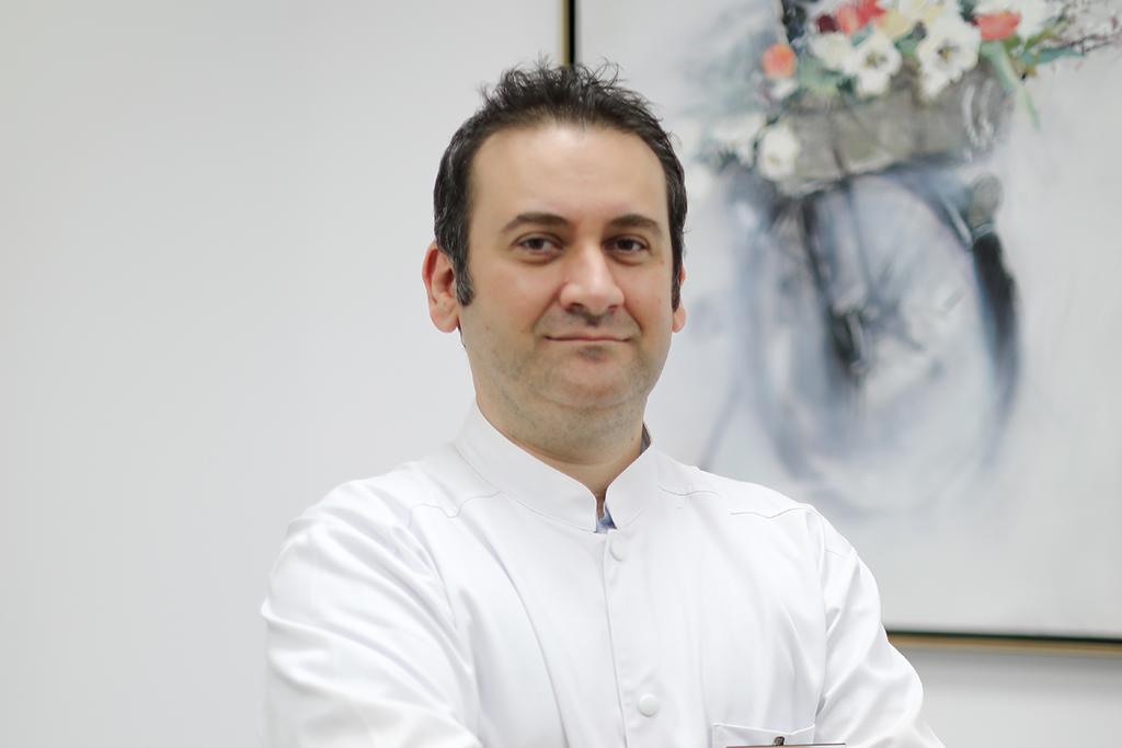 Dr. Răzvan Bucur